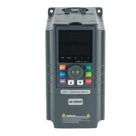 Rievtech RI3000-4T0015G/4T0022P 3 fázisú 1,5/2,2 kW frekvenciaváltó